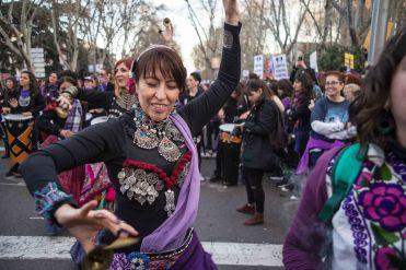 Bailarinas de la danza del vientre durante la marcha